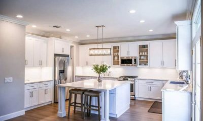 layouts that show the advantages of a kitchen peninsula
